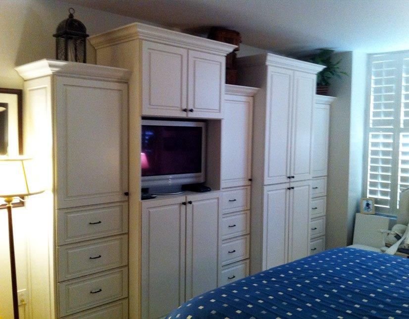 Custom closet for apartments by CLosettec