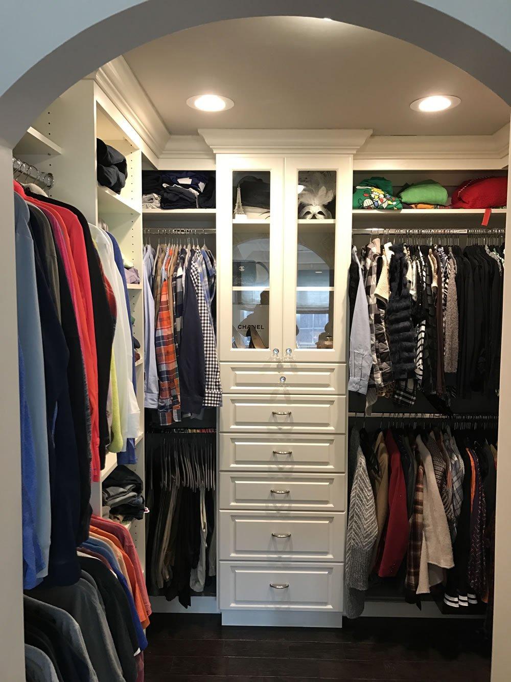 Picture of: Custom Walk In Closet Systems Walk In Closet Design Closettec
